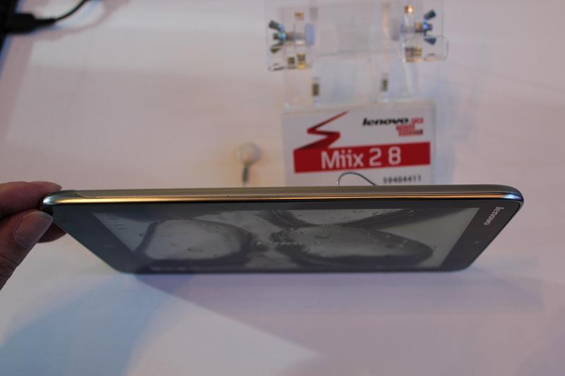 Miix2 8 左側面