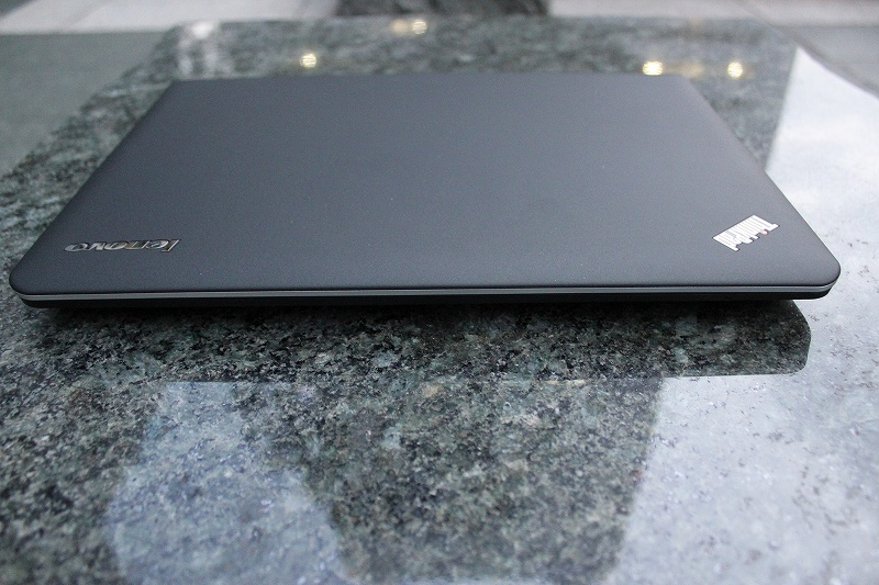 ThinkPad E440 前側面
