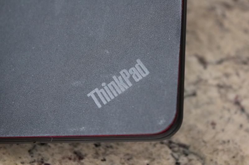 さりげなくThinkPad ロゴ