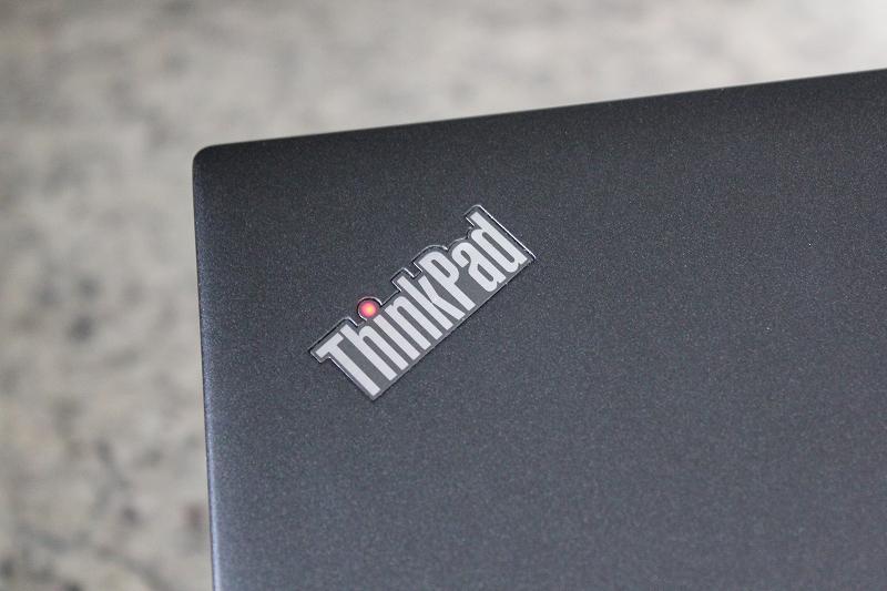 ThinkPadロゴのLEDが赤く光る