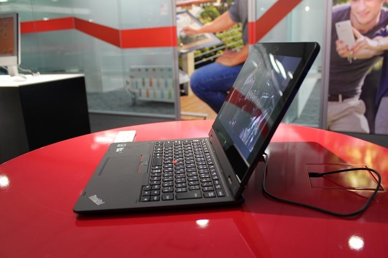 ThinkPad Helix 2015の右側面