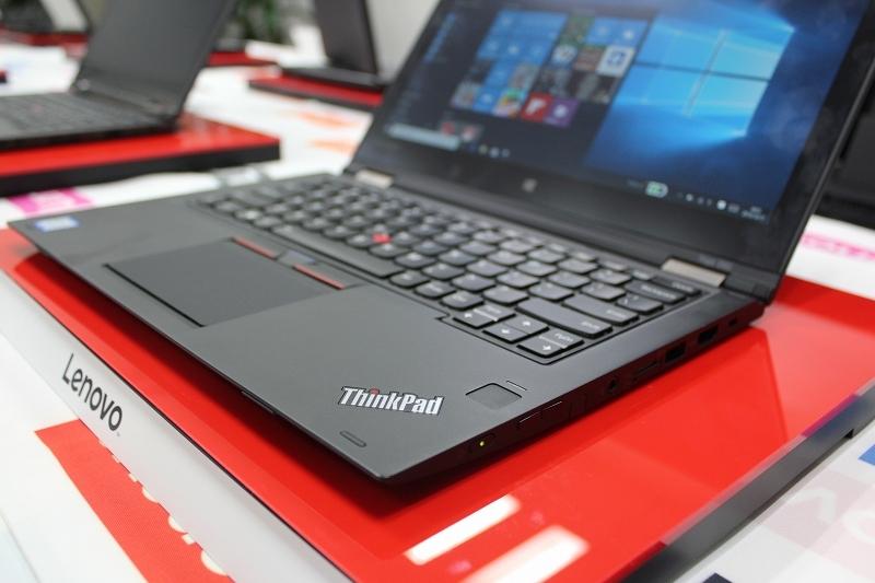 ThinkPad Yoga 260 電源ボタンとタッチ式の指紋センサー