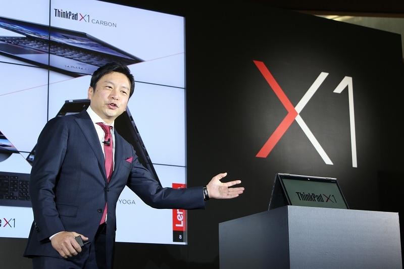X1を披露するレノボ・ジャパン社長 留目真伸氏