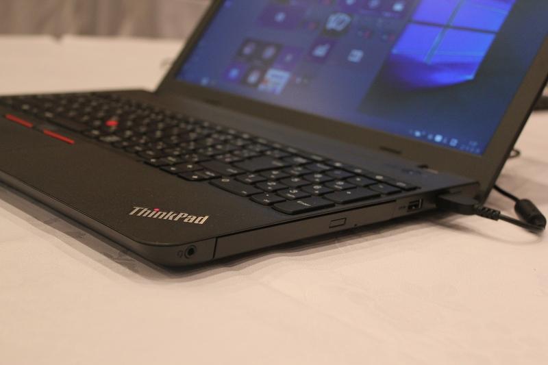 ThinkPad E560右側面