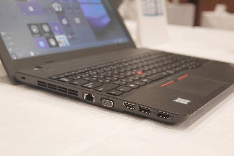 ThinkPad E560左側面