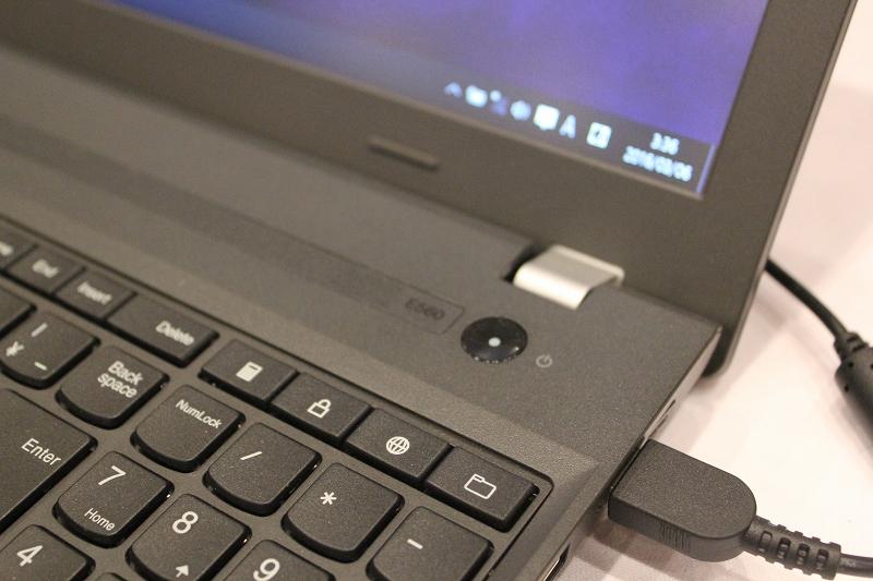 ThinkPad E560のヒンジ部分