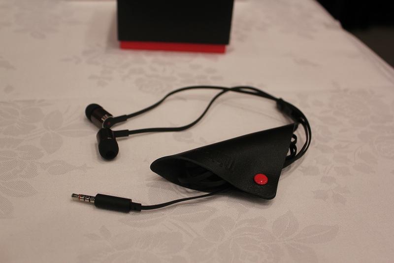 ThinkPad X1 インイヤーヘッドフォン 4XD0K74703