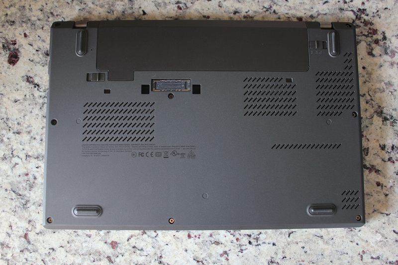 ThinkPad X260の裏面