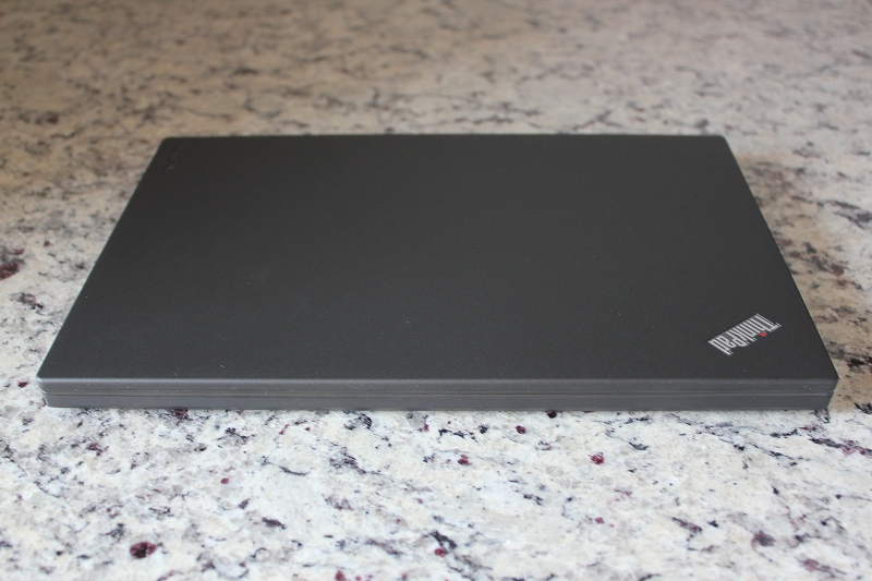 ThinkPad X260の前側面