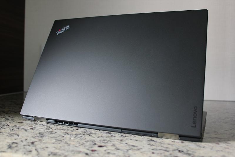 ThinkPad X1 Carbon 周囲からの見え方