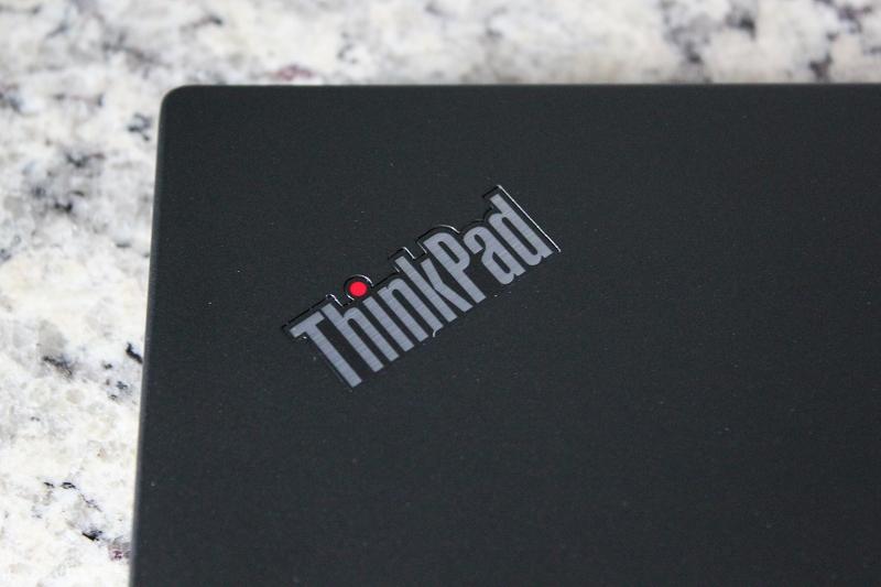 天板のThinkPadロゴ