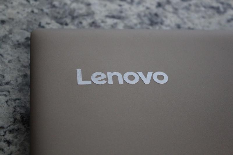 ideaPad 520の天板のLenovoロゴ