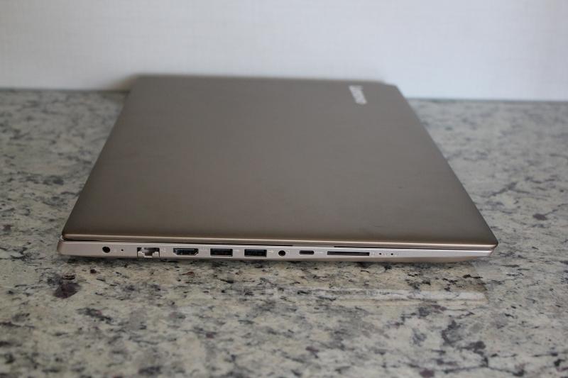 ideaPad 520の左側面