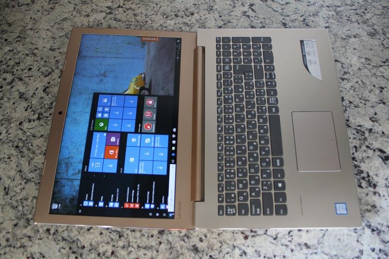 ideaPad 520の画面はほぼ水平180度まで開ける