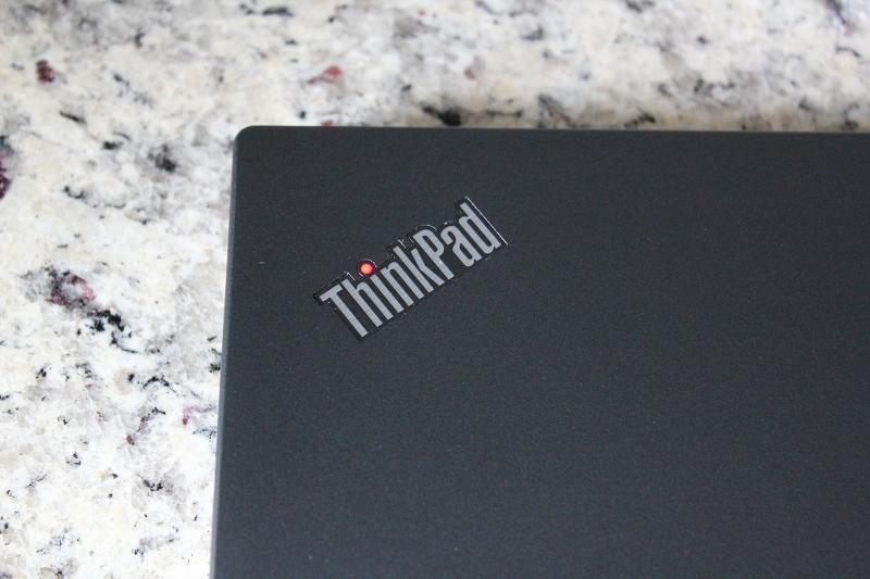 ThinkPad X280の天板のロゴ