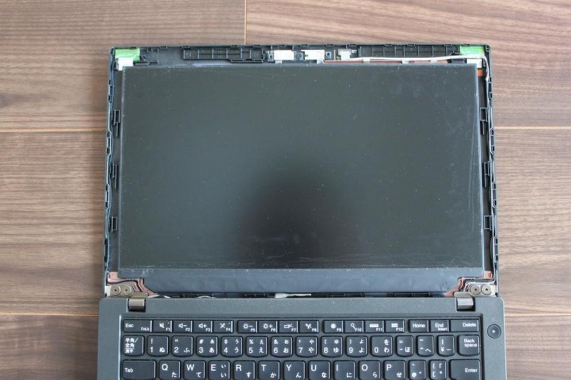 ThinkPad X260 周囲にはカメラやWiFiの配線がある