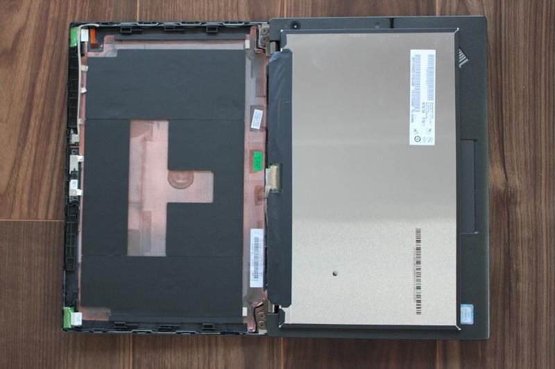 ThinkPad X260 静かに液晶を前に倒す