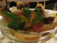 パルマ産プロシュートとシェーブルチーズ、スイートオニオンのクロスティーニ