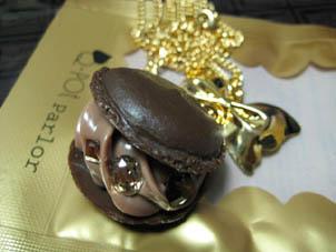 クリーミィ チョコレート マカロン ネックレス