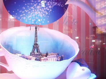 ティーカップからパリの街並み