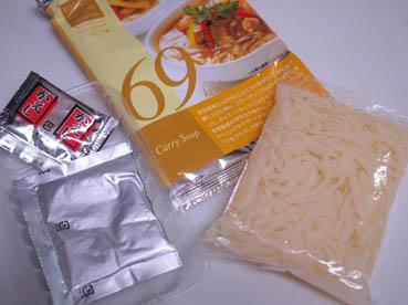 生タイプの麺と粉末のスープ