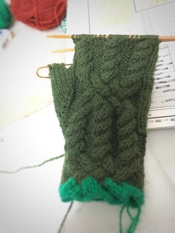 アイビー色のアラン手袋