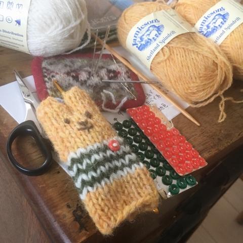 編み物クラブにて、その2