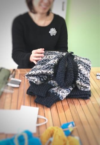 編み物クラブにて、旦那様のセーター
