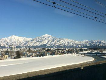 浦佐辺りはまだ雪景色