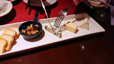 チーズをカット