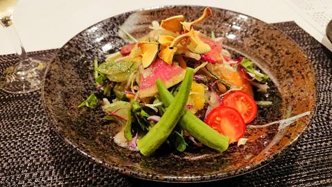 20種類の野菜たっぷりサラダ