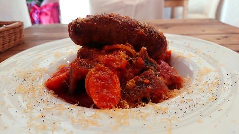 自家製ソーセージとトマトのパスタ