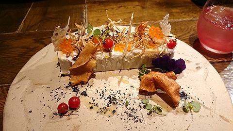 浜詰子芋のパンナコッタ フレンチキャビアとゴボウチップ