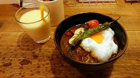 卵と焼き野菜カレーうどん