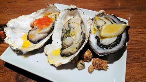 生牡蠣とヴァポーレの食べ比べ