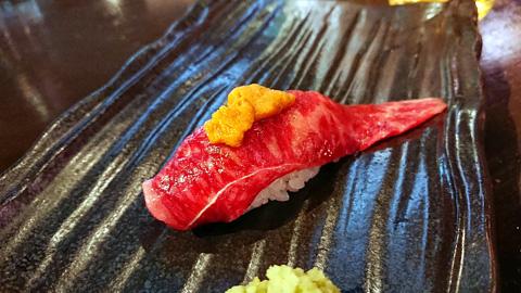 ウニのせ黒毛和牛肉寿司