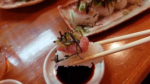 マグロ山盛りのっけ寿司