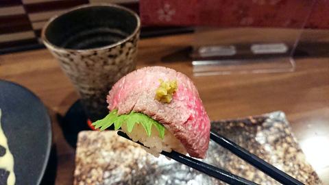 黒毛和牛のローストビーフ寿司