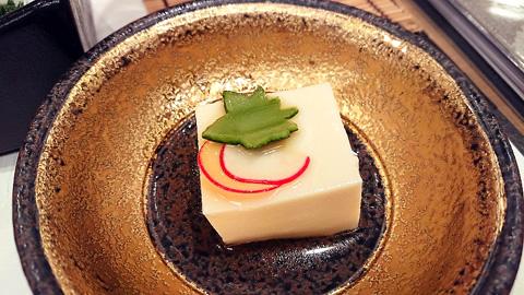 自家製のゴマ豆腐