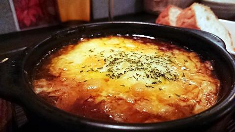 牛すじ煮込みのチーズオーブン焼き
