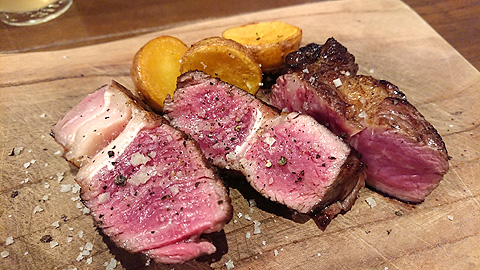 サカエヤさんの熟成肉の炭火焼き