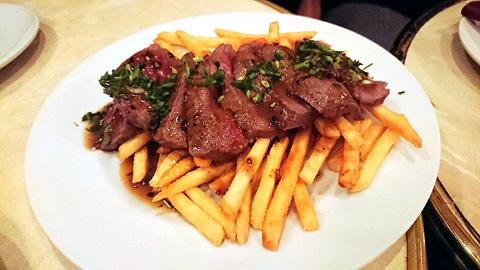 和牛ステーキ、西洋ワサビのソース