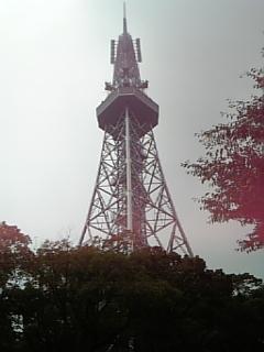 テレビ塔アップ。ちょっと逆光が…