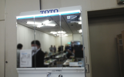 TOTO洗面化粧台 三面鏡 全長LED照明