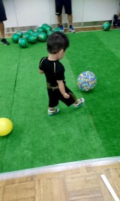 ヴァンラーレの選手とボールを蹴って遊びました(^^)