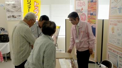 今回初展示の電気式床暖房コーナー お客様の関心を集めていました!