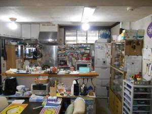 工事前のキッチン。モノが見えすぎて困っていらっしゃいました;