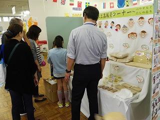 青森ひば木工品コーナー ひばチップ詰め放題が人気でした☆