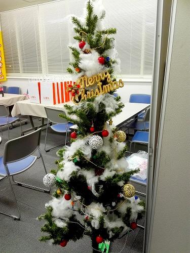 クリスマスの雰囲気を楽しめるクリスマスツリー☆