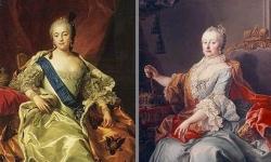 左:女帝エリザヴェータ